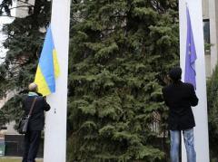 """Неожиданно. Славянск встретил День Достоинства и Свободы криками: """"Ганьба!"""""""