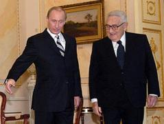 """Ситуация будет развиваться быстро и жестко, Путину привезли """"черную метку"""" - Сотник о визите Киссинджера"""