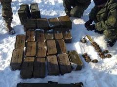 На украинской территории Донбасса СБУ обнаружила тайники с оружием и боеприпасами