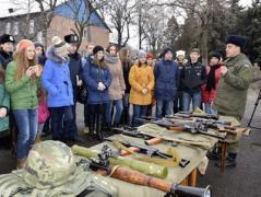 Дети войны: школьники Донетчины приобщились к солдатской жизни (ФОТО)