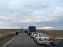 В очереди на блокпостах в Донецкой области можно простоять от нескольких десятков часов до двух суток
