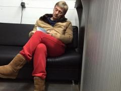 """Пресс-секретарь Путина """"засветился"""" в уггах и красных шароварах на автомойке"""
