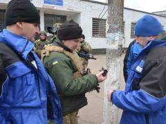 Марьинку обстреляли в присутствии наблюдателей ОБСЕ