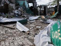 """""""Серая зона"""" Донбасса: обстрелы, почти не осталось целых домов, но жизнь продолжается (ВИДЕО)"""