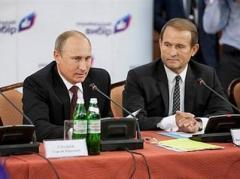 Из всех украинских политиков Путин доверяет только куму