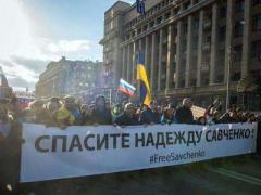Порошенко поблагодарил россиян за поддержку Надежды Савченко