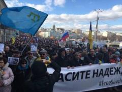 Сегодня в Москве развевались сине-желтые знамена и пели гимн Украины (ВИДЕО)