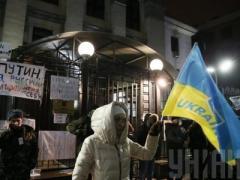Сегодня ночью посольство России в Киеве попытались поджечь (ВИДЕО)