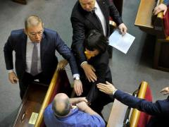 Одиозная Татьяна Черновол поцарапала лицо  нардепу  (ВИДЕО)