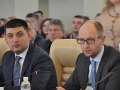 """Игры с """"уходом"""" Кабмина продолжаются - Яценюк все-таки написал заявление об отставке"""