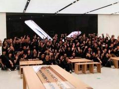 В Китае открылся крупнейший в мире магазин Apple (ВИДЕО)