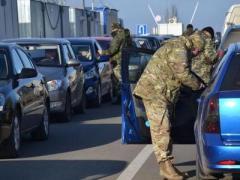 """Госпогранслужба отметила  интенсивность пассажиропотока через КПВВ """"Зайцево"""" и """"Марьинка"""""""