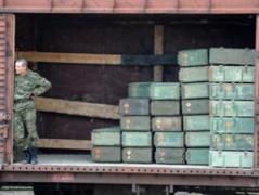 В Иловайск прибыл железнодорожный состав с боеприпасами для пророссийских террористов