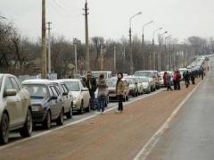 """Блокпосты сегодня: КПВВ """"Золотое"""" закрыт, на КПВВ """"Марьинка"""" почти нет движения"""