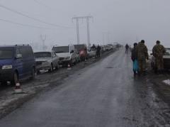 """Ужасы на КПВВ """"Марьинка"""": в очереди стоит 600 авто!"""