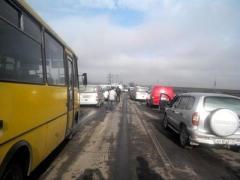 """Ситуация на блокпостах: огромные автомобильные и пешие очереди, КПВВ """"Новотроицкое"""" закрыто, возможно, на несколько дней"""
