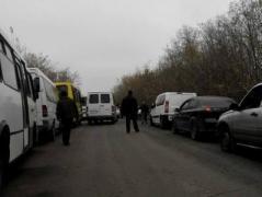 Боевики без объяснений развернули около ста машин на пункте пропуска