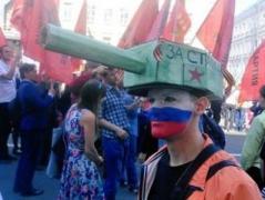 """""""Победобесие"""" головного мозга - 9 мая россияне надели на голову танки (ФОТО)"""