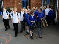 Британские школьники получили идеальное  домашнее задание, а учительница стала звездой Интернета