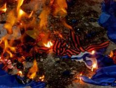 В центре Краматорска показательно сожгли георгиевские ленточки (ВИДЕО)