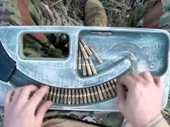 Арабы в шоке от ролика, как украинский солдат заряжает автомат (ВИДЕО)