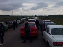 """""""Пропускной фронт"""": сквозь линию разграничения прорвались 27 тыс. человек и 5 тыс. авто"""