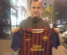 """Ради детей из зоны АТО продают футболку """"Барселоны"""" со всеми автографами её игроков"""