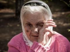 Старики из зоны АТО стали заложниками ситуации: заработанные украинские пенсии им теперь недоступны