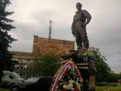 В Алчевске поставили памятник полевому командиру боевиков Мозговому (ФОТО)