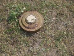 На Донбассе взорван украинский БТР: есть жертвы (ВИДЕО)
