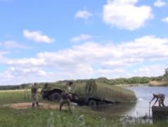 100 метров за 45 минут - украинские военные  тренируются строить мост через реку Айдар (ВИДЕО)