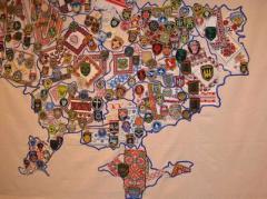 Мапу України, зіткану з шевронів українських воїнів, представили у Чікаго (ФОТО)
