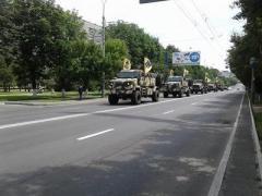 В Мариуполе проходит парад военной техники (ФОТО)