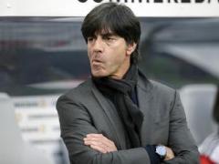 Тренер сборной Германии попал в объективы камер во время странного занятия
