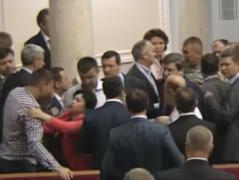 В Верховной Раде избили скандального нардепа Парасюка (ВИДЕО)