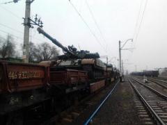 """""""Военторг"""" подогнал боевикам эшелон военной техники и два танка"""