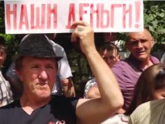 Российские шахтеры из города, откуда обстреливали Украину, вышли на акцию протеста (ВИДЕО)