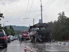 В Крыму дотла сгорел автобус, перевозивший 37 детей (ВИДЕО)