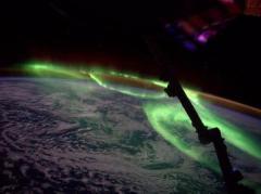 Фото северного сияния, сделанное из космоса, поражает красотой