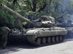 В Макеевке боевики прячут танки и блокируют дорогу