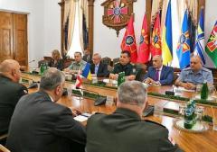 Министр обороны обсудил украинский конфликт с начальником генштаба Грузии