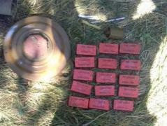В Донецкой области возле трассы нашли тайник с боеприпасами