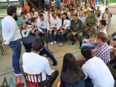 А ля Путин: Захарченко в  Седово общался с молодежью