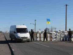 """На КПВВ """"Марьинка"""" задержали женщину за попытку дать взятку пограничникам"""