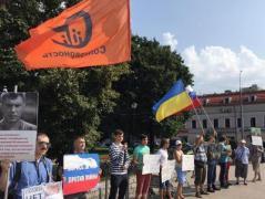В Москве напали на участников пикета, выступающего против агрессии РФ в Украине (ФОТО)