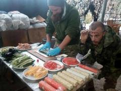 """Смачного!"": как в зоне АТО готовят суши"