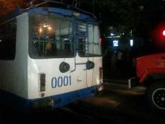 """В центре Мариуполя """"Мерседес"""" на полной скорости врезался в троллейбус"""