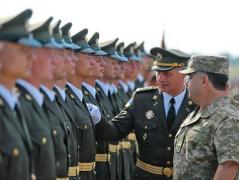 Сегодня украинские военные показали новую форму (ВИДЕО)