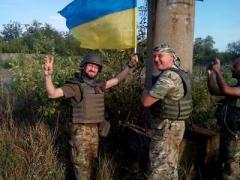 На границе с Донецком подняли флаг Украины
