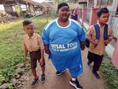 Самый толстый в мире ребенок похудел, чтоб пойти в школу